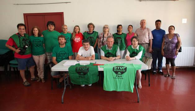 Integrantes de la PAH de la Ribera en la presentación de la actividad realizada el último año.