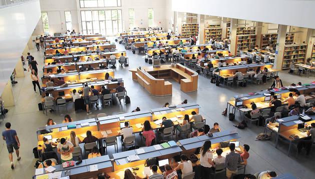 La Universidad Pública pierde alumnos de grado pero los gana en máster