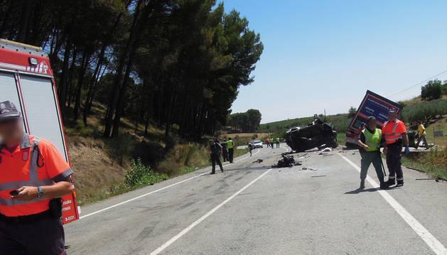 Dos muertos en Lerín tras chocar una furgoneta y un camión