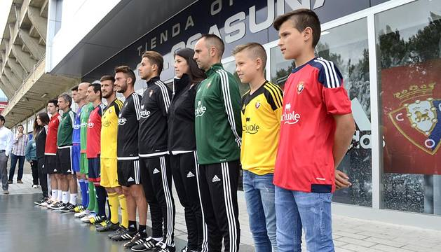 Presentación de las nuevas equipaciones de Osasuna
