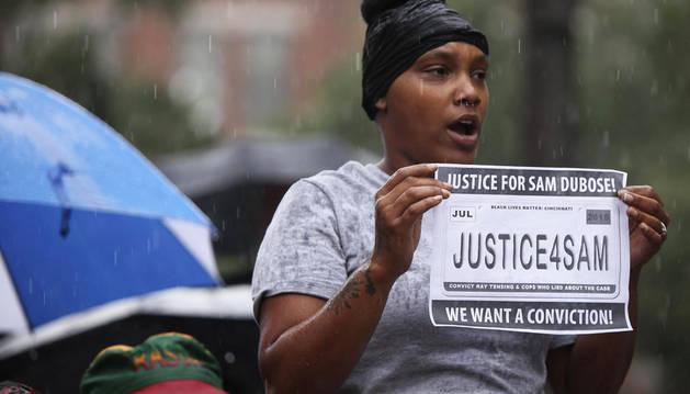 Muere por disparos de un policía un ciudadano negro en Cincinnati