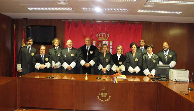 Los nuevos jueces, con varios compañeros.