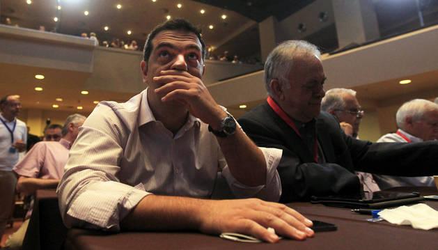 Tsipras llama a la unidad y propone un congreso extraordinario