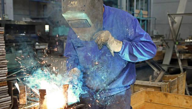 UGT pide contratos indefinidos en el metal a cambio de más flexibilidad