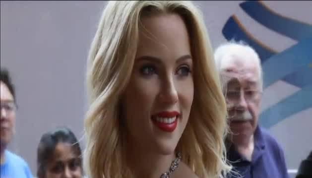 Presentación de la figura de cera de Scarlett Johansson