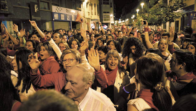 Cientos de personas acudieron al acto del Pobre de Mí que tuvo lugar durante la noche del jueves.