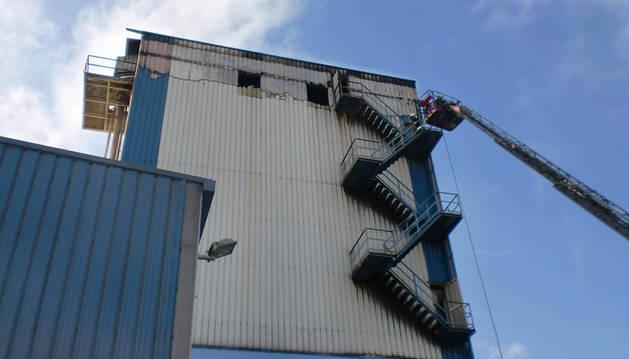 Extinguido el incendio en una empresa harinera de Noáin