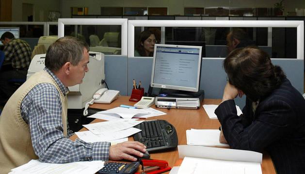 Oficina para realizar la declaración de la renta.