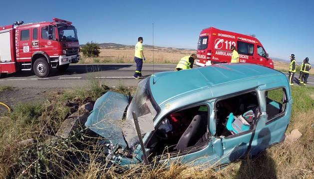 El vehículo en el que viajaba la familia que sufrió el accidente.