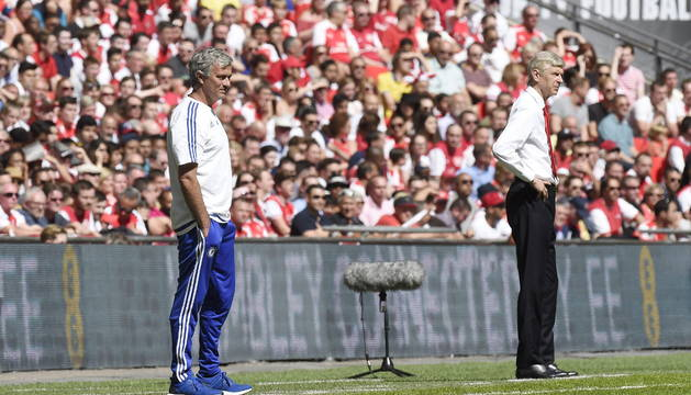 José Mourinho y Arsene Wenger, este domingo en la Community Shield.