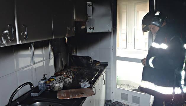 Desalojan a los vecinos por el incendio en una vivienda de Tudela