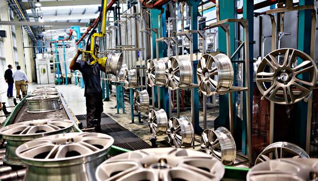 Interior de la empresa Mapsa, fabricante de llantas.