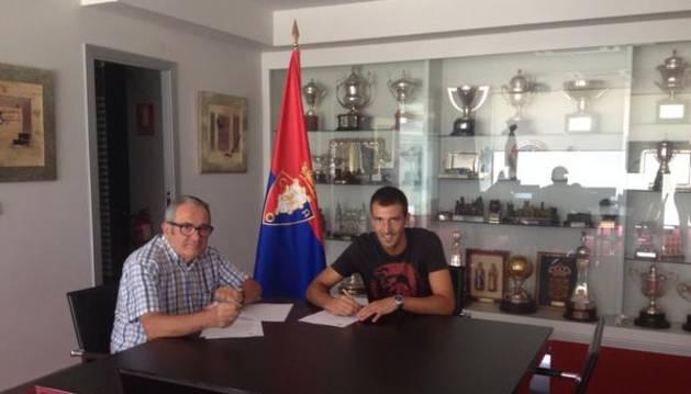 Mario Fernández firma con Osasuna.