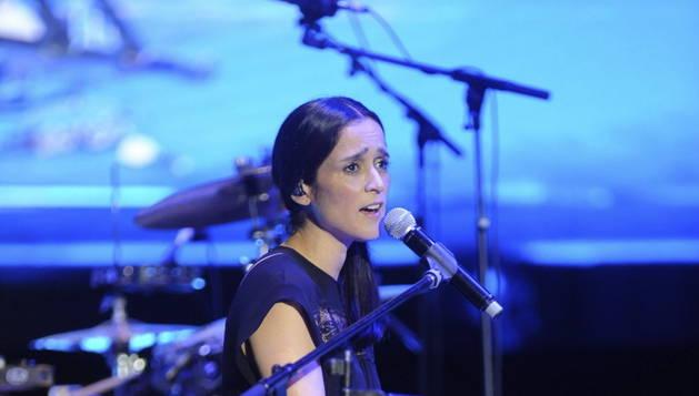 La cantante y compositora mexicana Julieta Venegas, durante su actuación esta noche en el 'Starlite Marbella 2015'.