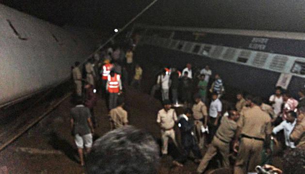 Al menos 24 muertos en accidente de dos trenes en la India