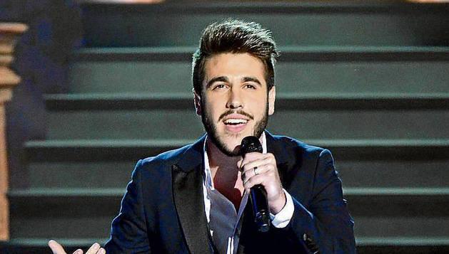 El joven cantante Antonio José.