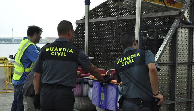 Algunos inmigrantes cruzan el Estrecho de Gibraltar escondidos en las atracciones de feria.