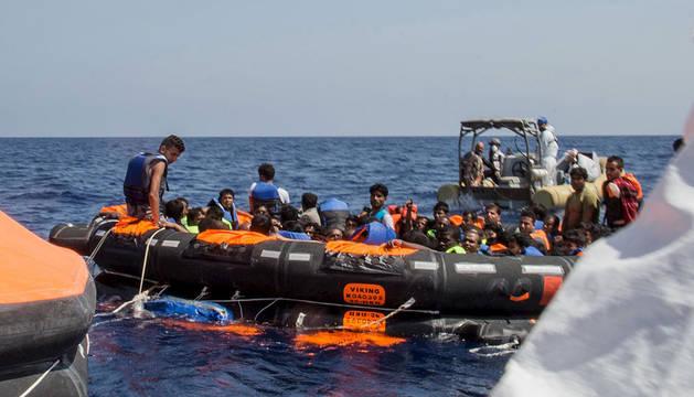 Supervivientes son transportados tras un rescate el pasado 5 de agosto.
