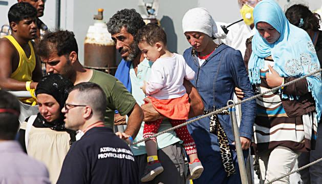 Más de 225.000 inmigrantes llegan a Europa por el Mediterráneo en 2015