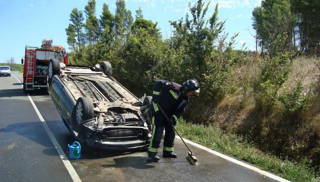 Situación en la que quedó el vehículo accidentado en Rada.