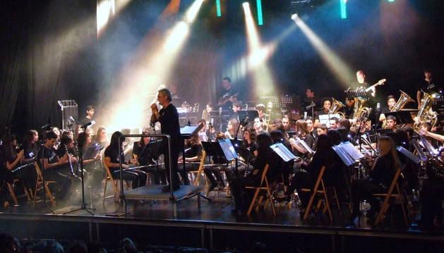 Imagen de un concierto de la banda de música.