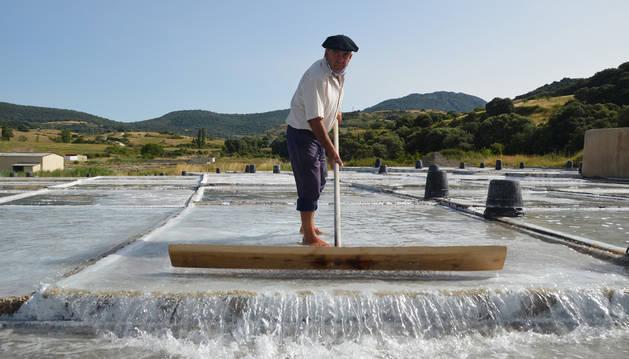 Trabajo de la sal en Salinas de Oro.