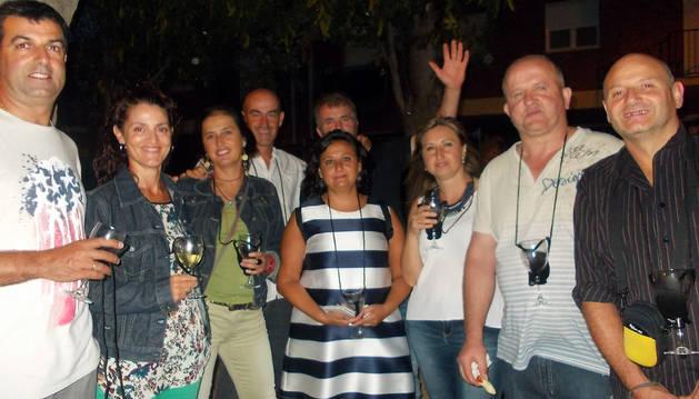 Un grupo de participantes en la 'Noche de vino y tapas' que se celebró en Murchante.
