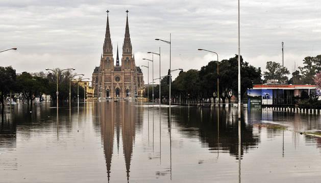Tres muertos y 10.000 evacuados por las lluvias en Argentina
