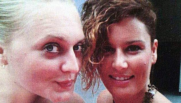 Cartel que anunciaba la desaparición de las dos chicas.