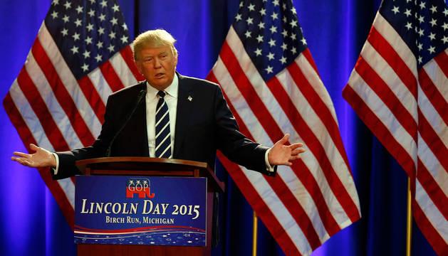 Trump critica a la  prensa y dice que ganará el voto hispano y femenino