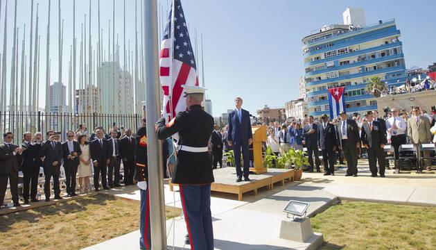 La bandera de EE UU ondea ya en la Embajada de La Habana