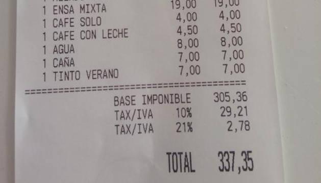La factura que tuvo que pagar el cliente del restaurante.