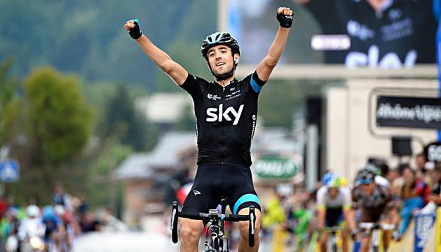 Mikel Nieve celebra su victoria en la etapa del Dauphiné de 2014.
