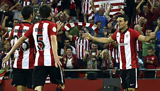 Adúriz celebra el tercer gol del Athletic, segundo con su firma.