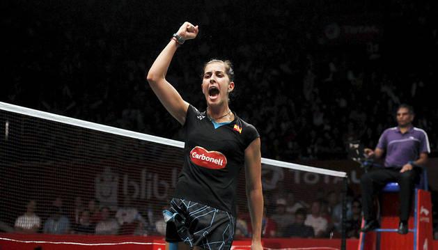 Carolina Marín celebra su segundo campeonato del mundo.