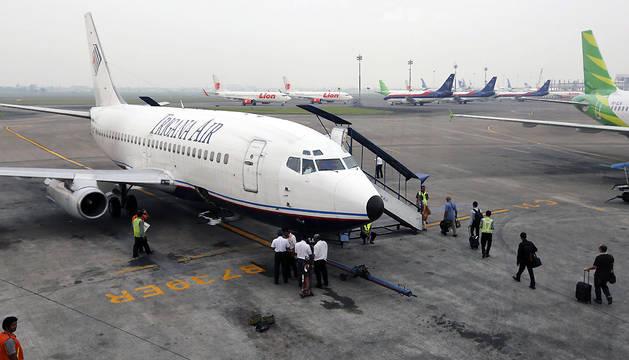 Un avión de la compañía Trigana Air, fotografiado en el aeropuerto de Yakarta.