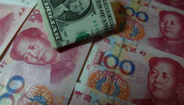 Los chinos ven estos días tambalearse su economía entre devaluaciones del yuan y crisis bursátiles.