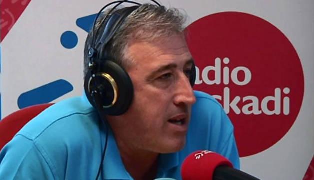 El alcalde de Pamplona, Joseba Asiron, durante la entrevista.