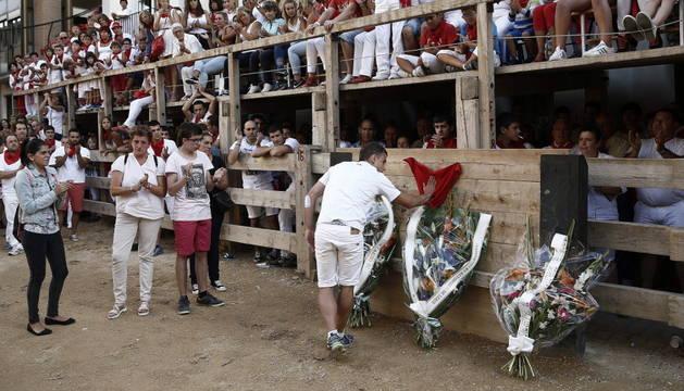 La localidad navarra rinde homenaje a Miguel Ruiz.