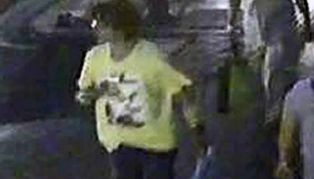 Captura de video facilitada por la policía que muestra al sospechoso del atentado.