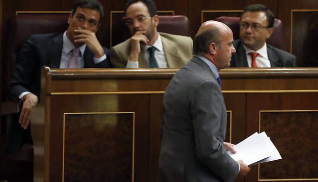 Luis de Guindos, durante el pleno del Congreso de este martes.