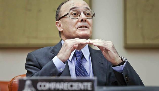 El gobernador del Banco de España, Luis María Linde, durante su comparecencia en la Comisión de Presupuestos del Congreso.