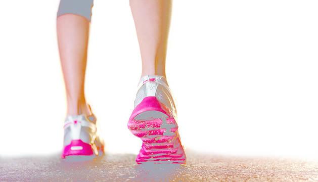 El objetivo para tener una vida saludable es dar 10.000 pasos al día.