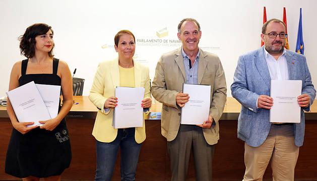 Laura Pérez (Podemos), Uxue Barkos (Geroa Bai), Adolfo Araiz (EH Bildu) y José Miguel Nuin (I-E).