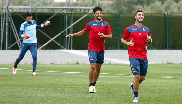 Luis Martins, en el centro de la imagen, en un entrenamiento con el Granada.