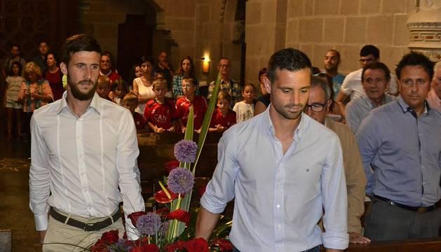 La plantilla y la directiva han cumplido con la tradición en el castillo de Javier.