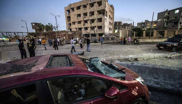 Un coche bomba cerca de un cuartel causa 29 heridos en El Cairo