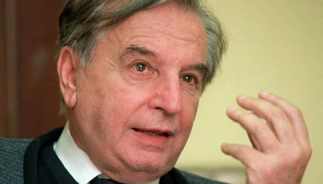 El escritor Antonio Larreta.