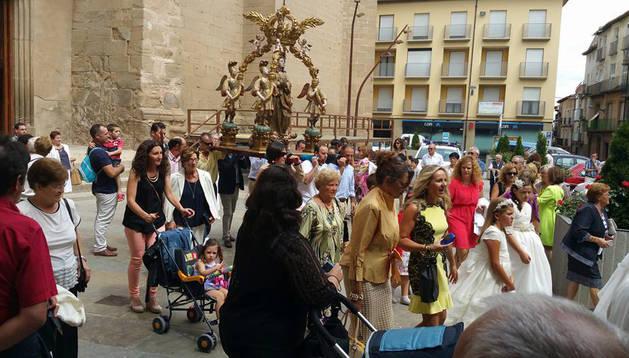Nuestro Señora de los Ángeles, a la salida del templo.