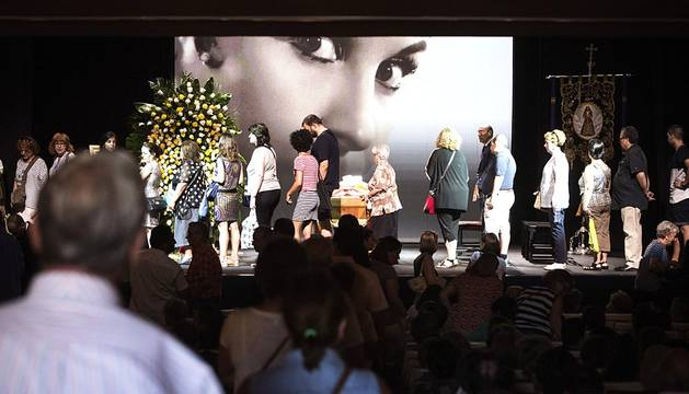 Un multitudinario adiós en la última función de Lina Morgan